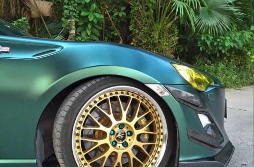 锐志电光宝石绿车身改色膜