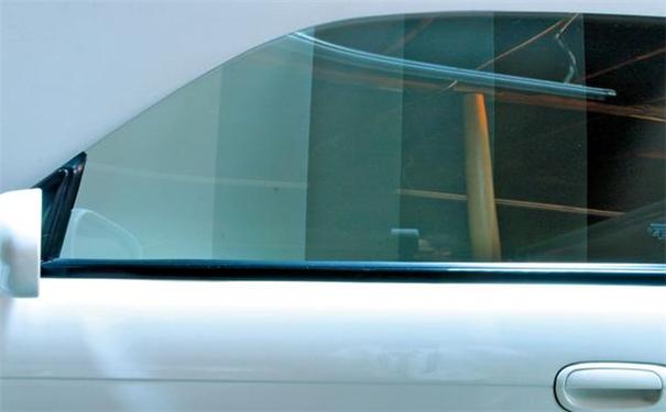 汽车隔热膜为什么气泡-应该怎么修复