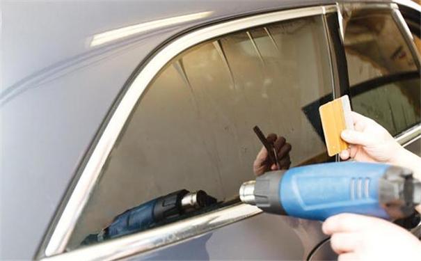 普通全车汽车贴膜多少钱,前后挡风玻璃4个车窗膜价格