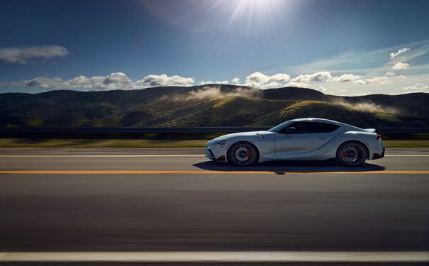 汽车太阳膜哪里贴的好?汽车贴膜施工环境的重要性也不容忽视。